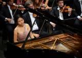 '요즘 피아니스트 같지않다'는 문지영의 자연스런 음악성