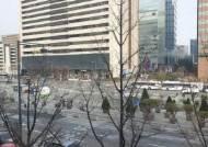 """태극기 전도사도 """"집회 자제하자"""" …광화문 광장, 2주째 한산"""