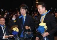 [포토사오정] 팔짱 끼고 열린민주당 창당대회 입장하는 손혜원·정봉주 최고위원