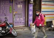 황교안도 윤건영도, 후보들 '방역봉사'…자칫하면 선거법 위반