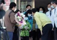 광주에서 '병상나눔' 대구 일가족 치료 일주일 만에 첫 퇴원