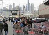 [서소문사진관]미국 코로나19 비상사태 첫 주말…디즈니랜드 문 닫고 마트 사재기