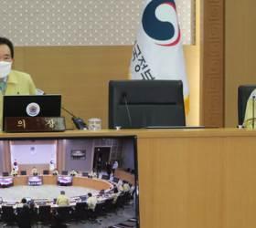 [포토사오정] 정세균 총리, '사회적 거리두기' 동참해달라, 같은 날 청와대는?