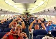 위험속 뛰어든 그들···美 감동시킨 뉴욕행 비행기 '하트 사진'