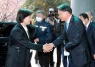 윤석열 측근 만난 추미애, 대검에 '검언 유착 의혹' 조사 지시