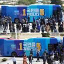 꼼수 논란 '쌍둥이 버스' 금지···선관위 결정에 민주당 반발