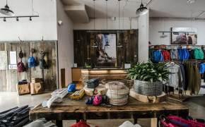 300년 걸렸는데 180일이면 분해···백화점 걸린 친환경 옷걸이