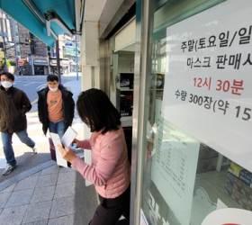 """'마스크 5부제' 시행 한달… 급한 불 껐지만 """"방심 시기상조"""""""