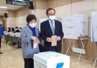 이해찬 민주당 대표, 대전 '정치1번지' 중구에서 사전투표
