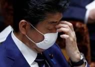 """日유권자 83% """"코로나19 긴급사태 늦었다""""…아베 지지율 하락"""