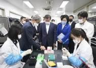 '전세계 SOS' 韓진단키트···씨젠, 두달간 1000만 수출 기록