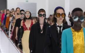 VIP 1열이 사라졌다...코로나 시대 평등해진 패션쇼