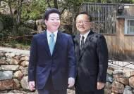 """盧 묘역 찾은 김부겸 """"영남 보수1당 깨기 위해 다시 싸울 것"""""""