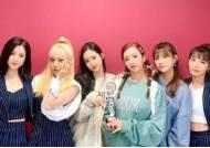 """에이핑크, '음악중심' 1위 트로피 인증샷 """"5관왕 쾌거"""""""