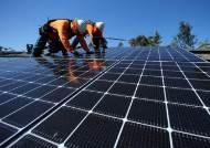 미국 주택 지붕 4곳 중 1곳에선 한국산 태양광 전기 만든다