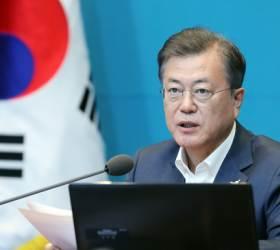 """문 대통령 """"코로나 안정되는 대로 이산가족 상봉 추진하겠다"""""""