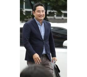 강용석, '도도맘 <!HS>성추행<!HE> 고소 종용' 혐의로 불구속 송치