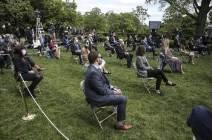 [서소문사진관] 백악관 보좌진 다 써도 트럼프는 마스크 안썼다