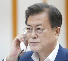 """시진핑 """"올해 방한 굳은 의지"""" 文 """"한중관계서 무엇보다 중요"""" 34분 통화"""