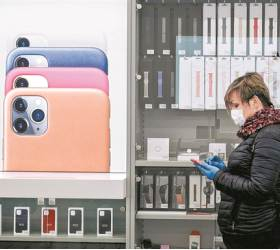 """""""<!HS>아이폰<!HE> 중국 생산의존 확 낮춘다"""" 애플, 인도로"""