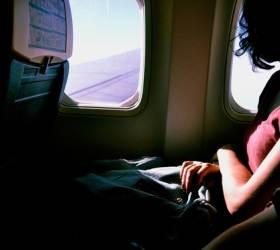 여객기 좌석 포켓 만지지 말고 되도록 창가에 앉자