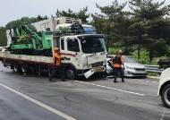 트럭서 시작된 사고···중부내륙고속道 6중 추돌, 2명 사망