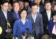 """김태년 """"한명숙은 피해자""""···비망록 계기 檢개혁 불씨 살리나"""