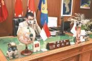 """[사진] 고노 집무실에 한반도 지도 … """"군부대 표기 단대호 가능성"""""""