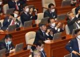 [<!HS>포토사오정<!HE>] 국회 본회의장이 궁금한 제21대 초선의원 당선인들