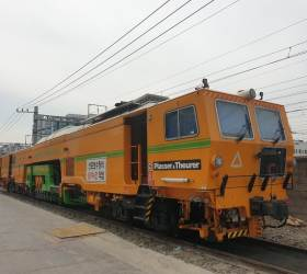 [<!HS>강갑생의<!HE> <!HS>바퀴와<!HE> <!HS>날개<!HE>] 열차 운행 모두 끝난 심야에 움직이는 '노란색' 기차의 정체는?