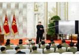김정은 22일 만에 등장, 2m 지휘봉 들고 핵카드 흔들었다