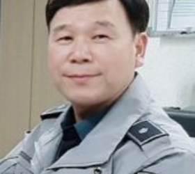 """""""독거어르신 삐질 땐 곤란"""" 5000명 이발봉사한 '가위손 경찰'"""