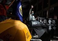 """美 홍콩 보안법 비난에···中대변인 """"숨 쉴 수 없네"""" 시위 조롱"""