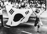 [권혁재의 사람사진]20세기 100대 보도사진 6월 민주항쟁' 찍은 <!HS>고명진<!HE>