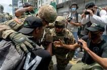 [서소문사진관] 주 방위군도 경찰도 함께 무릎 꿇고 시위대와 연대, 미 '흑인 사망' 시위 현장의 따뜻한 장면들