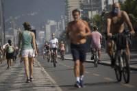 도심선 시위, 해수욕장도 북적···최악 코로나에 봉쇄 푼 중남미