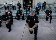 '흑인 사망' 美미니애폴리스 경찰관, 목 조르기 못한다