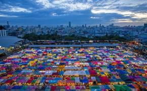 [한 컷 세계여행] 두 달 만에 불 밝힌 방콕 야시장