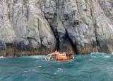 고립된 다이버 2명은 구조했지만 구조에 나선 해경 1명은 사망