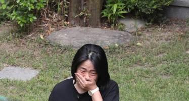 윤미향, 위안부 쉼터 소장 사망 소식에 눈물 쏟았다