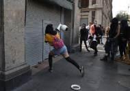 CCTV 매달려 뽑고, 망치로 기념비 부수고…멕시코판 '플로이드' 항의 시위 격화