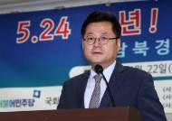 """與 홍익표도 탈북단체 고발 비판 """"남북교류협력법 적용은 궁색"""""""