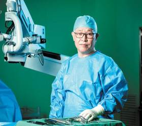 [<!HS>건강한<!HE> 가족] 125도 휜 등뼈 꼿꼿이 세우는 <!HS>척추<!HE>측만증 세계적 권위자