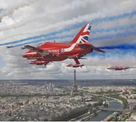 [<!HS>서소문사진관<!HE>] 런던·파리서 英·佛 공군 합동비행...드골의 나치 결사항전 연설 80주년 축하