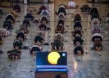 [서소문사진관] 지구촌 사람들의 각양각색 일식 맞이, 다음 일식은 2030년