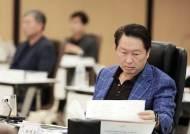 """최태원의 특명 """"매력적 스토리로 기업가치 높여라"""""""