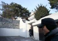 """전두환측 """"사저 압류는 위법"""" 1년여만에 재판 다시 열렸지만 제자리 걸음"""