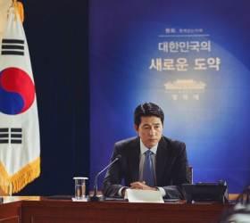 정우성 대통령 된 '강철비2'·강동원 좀비액션 '반도'…여름 극장 4파전