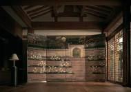 英왕실 벽지 브랜드가 조선 책거리‧궁궐도 컬렉션 만든 이유