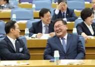 """'승자의 저주' 피하려는 민주당…""""그래도 통합당 기다린다"""""""
